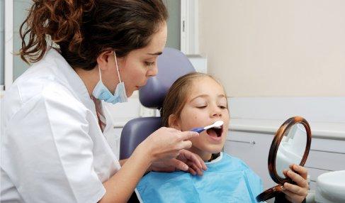 Odontoiatria Pediatrica: quattro semplici modi per migliorare la salute orale del vostro bambino.