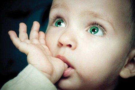 Succhiamento del dito: che problemi crea?